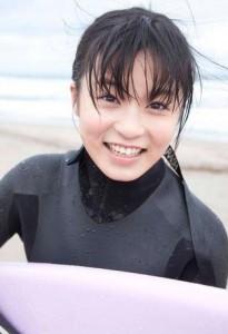 小島瑠璃子サーフィン